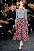 louis-vuitton-fall-2010-full-skirt.jpg