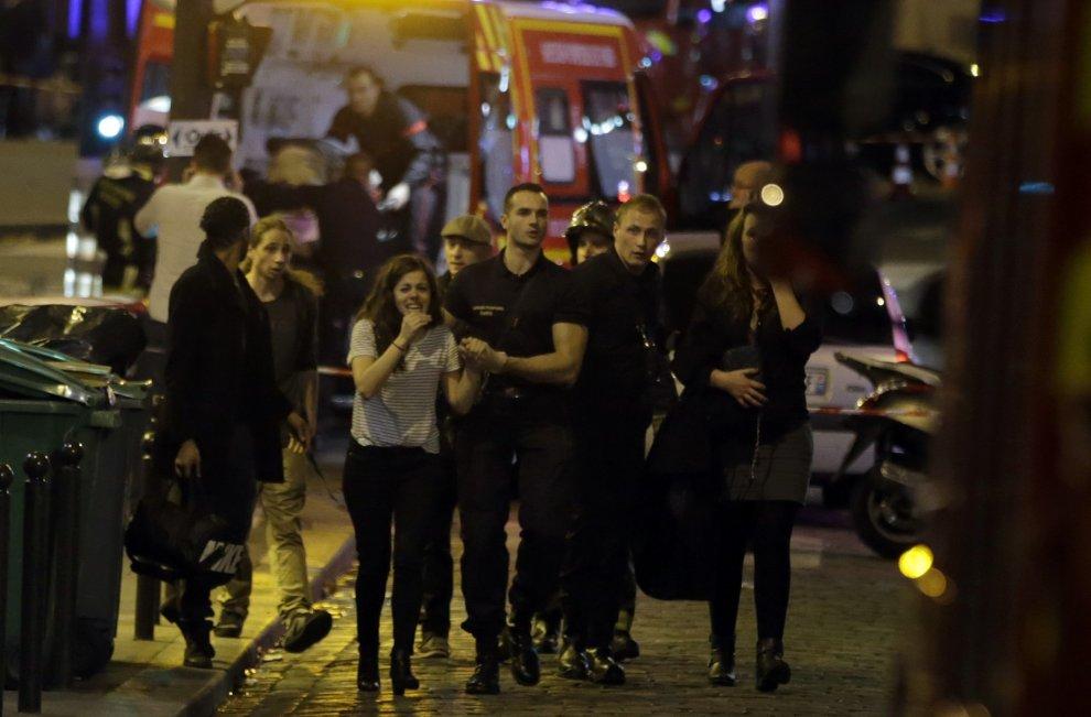 Parigi 13 novembre, sotto attacco terroristico.