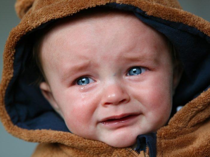 Scuotere un neonato per calmarlo è pericoloso? | Noi Mamme