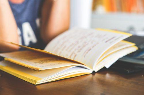Compiti a scuola vs Basta Compiti | Noi Mamme