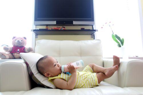 Svezzamento: per quanto tempo e quanto latte dare?