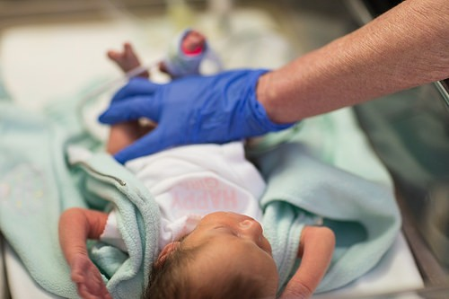 Mio figlio è nato prematuro a 28 settimane, ecco i lati positivi di questa esperienza drammatica | Noi Mamme