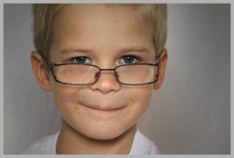 Ipermetropia bambini: meglio usare gli occhiali?
