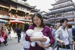 18 Magnifiche foto di madri che allattano in giro per il mondo