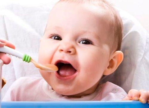 svezzamento bambino 6 mesi